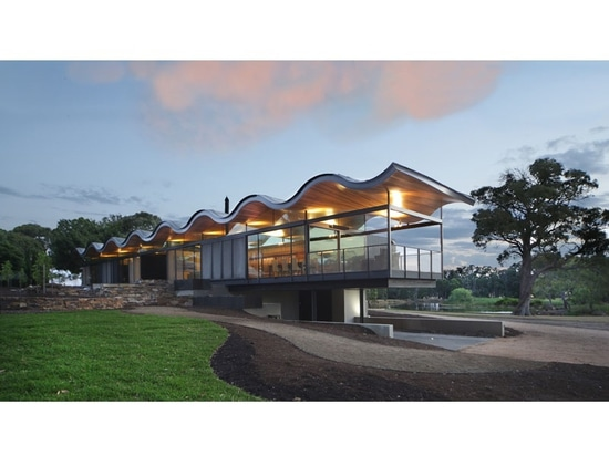 A Floating Wavy Roof Sits Above This Australian House