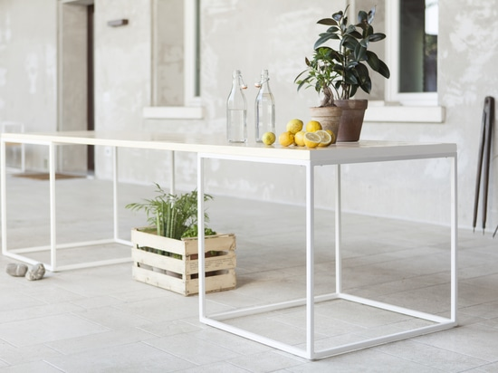 Table in Lapitec® by Devvy  Comacchio of the Didonè-Comacchio studio