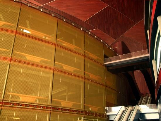 Gold-glittering monolith of woven metal mesh