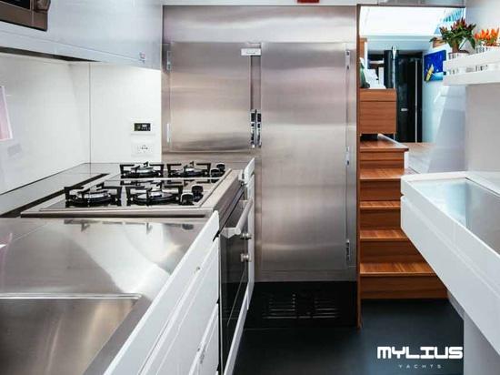 NEWS: custom fridge and freezer for Mylius