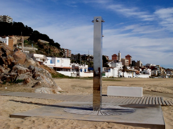 Showers and foot wash installed in the Montgat beach
