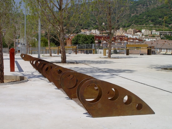 Design bicycle parking in Corten steel.