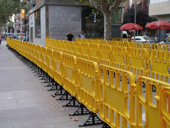 Plastic crowd control barriers