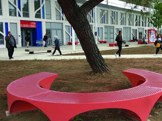 Tailor-made furniture for Toulouse's university