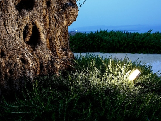 TRIF UNIversal. A universal model for outdoor and indoor lighting