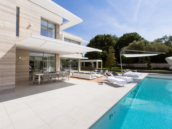 An Italian-hearted villa in the French Riviera