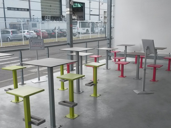 Furniture for Airbus' company terrace Saint Nazaire: nice arangment with the range BRUNCH  Furnitures for company's terrace: Airbus choose one of the new range by Guyon, BRUNCH.  The arangment of t...