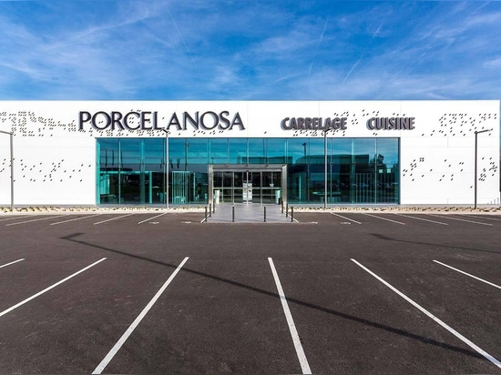 An ideal combination of Butech and KRION for the pixelated facade at PORCELANOSA, Lyon (France)