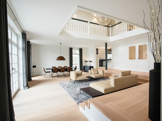 """City villa in Hamburg with """"OAK Clear, brushed, white oil"""""""