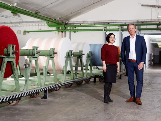 Miriam Arend (Design Studio) and Wouter Hof (Sales Director swela)