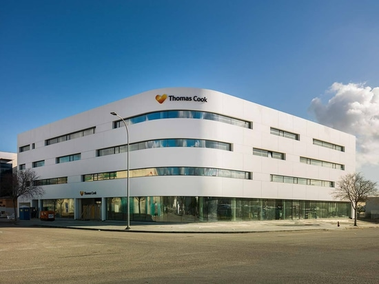 Travel agency Thomas Cook uses KRION in the facade of its new installations in Mallorca