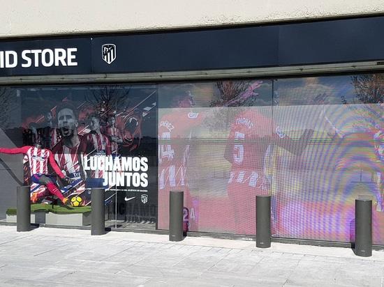 Security reinforced bollards for the Atletico Madrid store