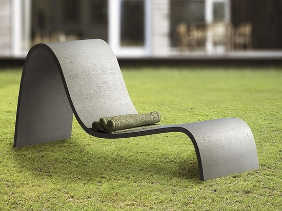 Zephyr chaise. Courtesy of Gravelli