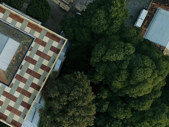 british pavilion at the venice biennale features a rooftop piazza and no exhibitions