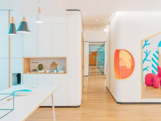 Interior Design Spotlight: Adding orange to design. Dental clinic in China by RIGI design firm