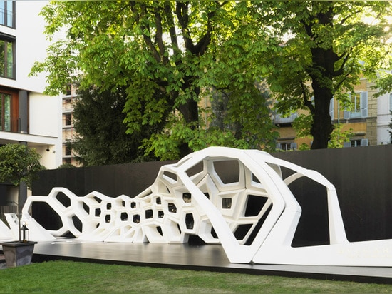 the 20 meter-long pavilion seeks to convey the idea of sinuosity and continual change