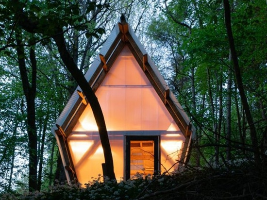 invisible studio builds low cost, relocatable house using timber and discarded materials