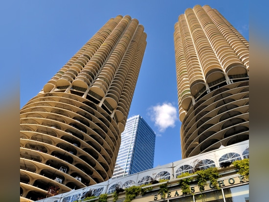 Marina City by Bertrand Goldberg, one of the 10 projects that sum up Chicago's architectural history