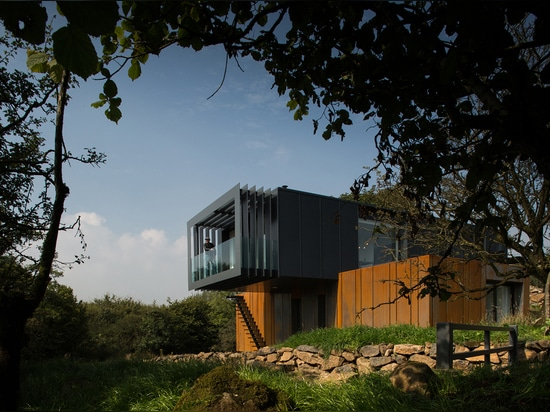 IRELAND'S FIRST MODERN SHIPPING CONTAINER CONSTRUCTION