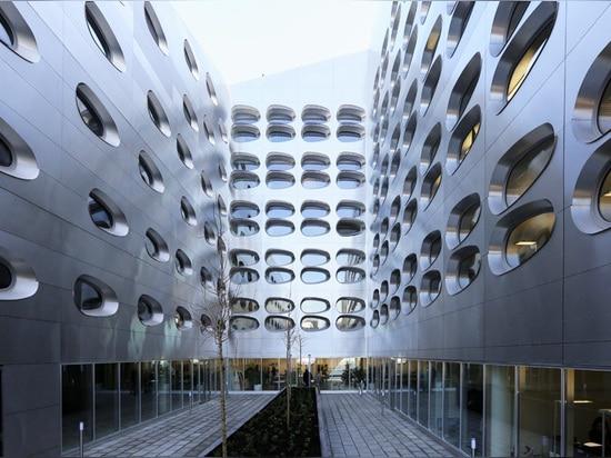 650 oblong windows define anne démians' quai ouest in nancy