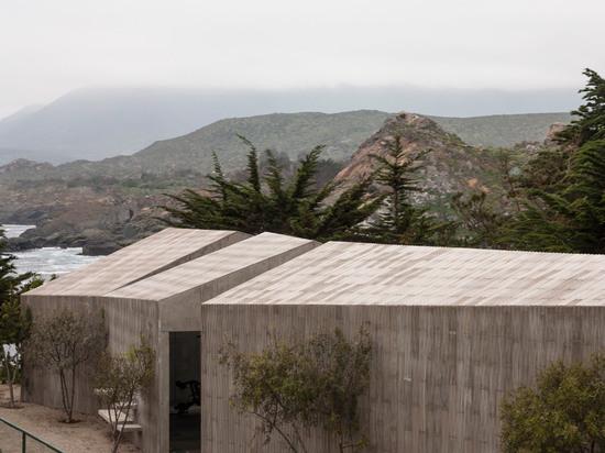 Tennis court buildings by Felipe Assadi zigzag towards the Chilean coastline