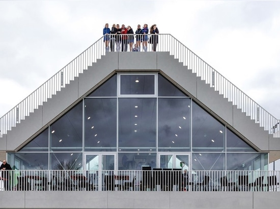 Rotterdam. A pyramidal club house under two grandstands