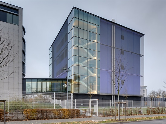 Woven wire mesh façade
