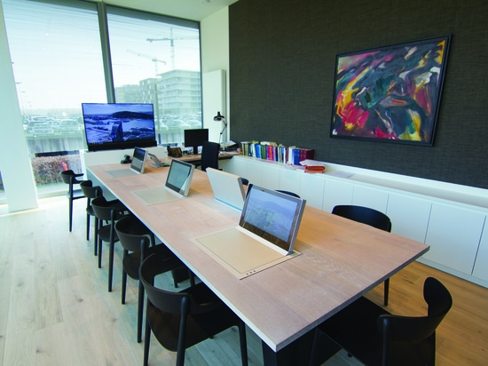 Dynamic3 monitors in a renowned notary office