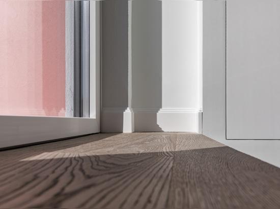 Natural wood gives life to a Lisbon home