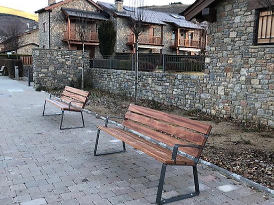 Dama urban benches
