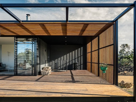 Prefab st. andrews beach house by prebuilt is nestled between the sand dunes of victoria