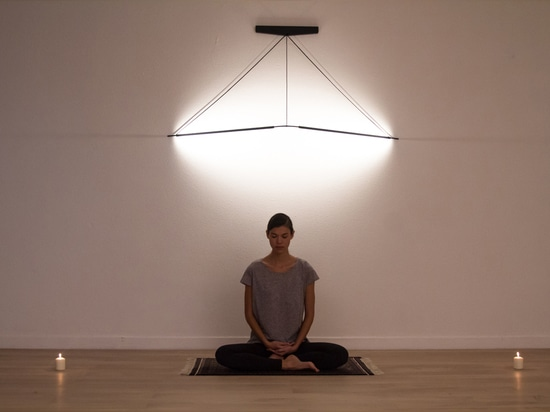 FLY LIGHT BY GEOFFROY GILLANT TWISTS INTO A MULTITUDE OF SHAPES