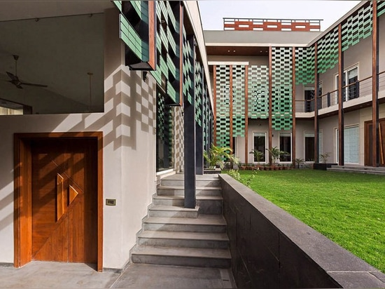 anagram architects revisits the bungalow typology in four-bedroom residence in india