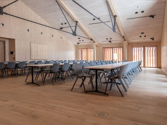 The function room in Schliersee Local History Museum's new building is flexible to use and configure thanks to Wilkhahn furniture. Photos: Robert Forster