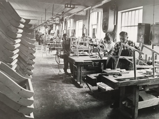 Similarly to all chair-making businesses in the region, Wilkening & Hahne was basically a large workshop until the mid-1950s.