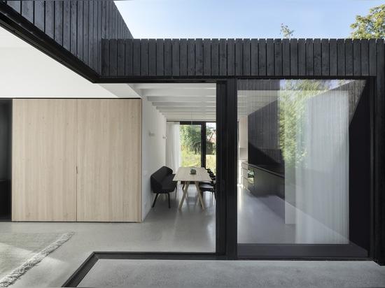 Tiny Holiday Home / i29 interior architects + Chris Collaris
