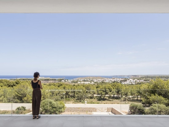 NOMO STUDIO creates a house to frame the views of menorca