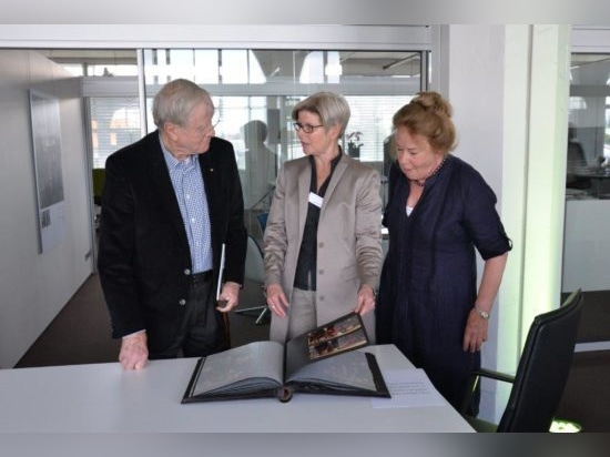 Friso Kramer (left) with wife Netti (right) and Gisela Hahne (centre). Photo: Wilkhahn