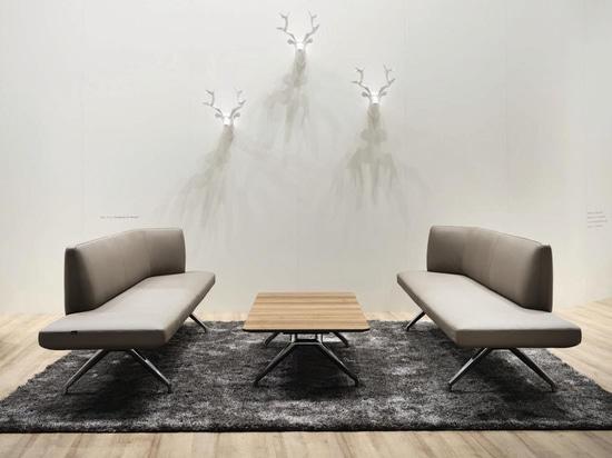 Very versatile, Wilkhahn's Insit upholstered bench with backrest system (design: Wolfgang C.R. Mezger)
