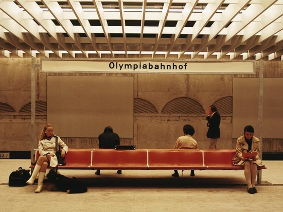 A legendary piece of furniture: the 1200 waiting bench range by Friso Kramer, which was encountered in Munich's Olympia station in 1972 and elsewhere. Photo: Wilkhahn