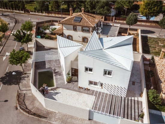 Albania House by OOIIO Architecture