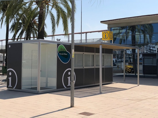 Information point kiosk with double shelter