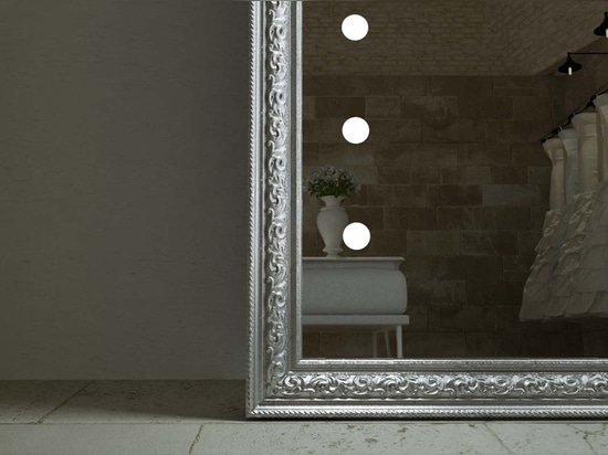 Unica lighted mirror luxury frame