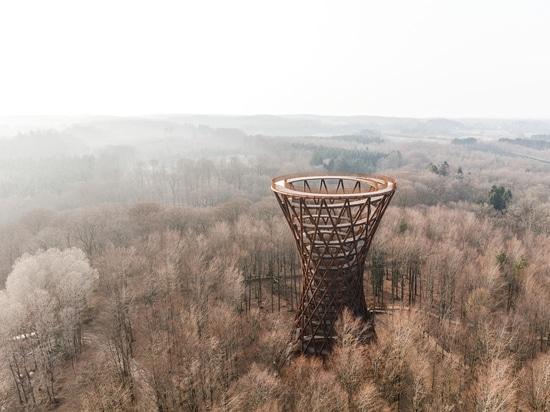 Camp Adventure Observation Tower / EFFEKT