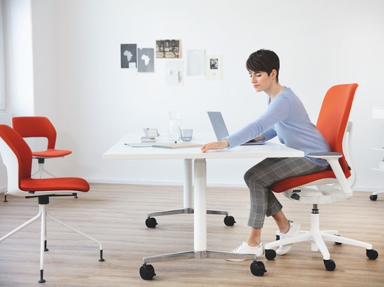 AT is the third chair in Wilkhahn's range with free-to-move capabilities. It comes with a variety of design options and optional automatic weight adjustment, making the range ideal for flexible des...