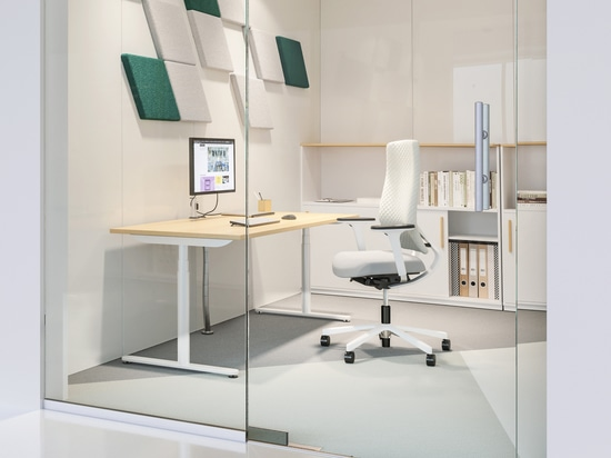 Minimalist style office: when less is more