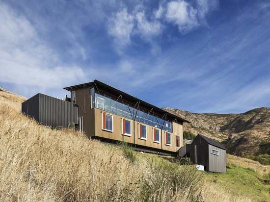 This Coastal New Zealand Retreat Mixes Business and Pleasure