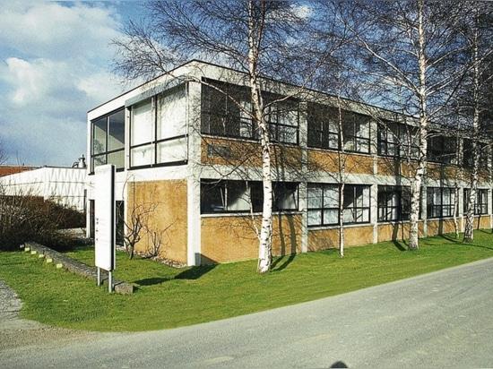 The Wilkhahn office building, based on plans by Bauhaus student Herbert Hirche, in Eimbeckhausen (1960).