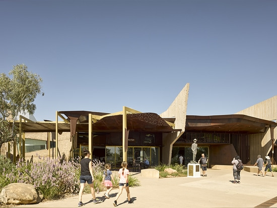 Signage at the main entry evokes the mesa or jumpup, a distinctive rock formation found in and around Winton.