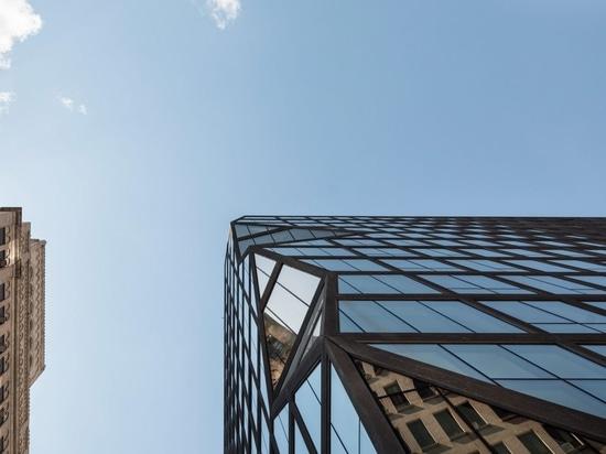 "OMA completes black Manhattan apartments with ""prismatic corner"""